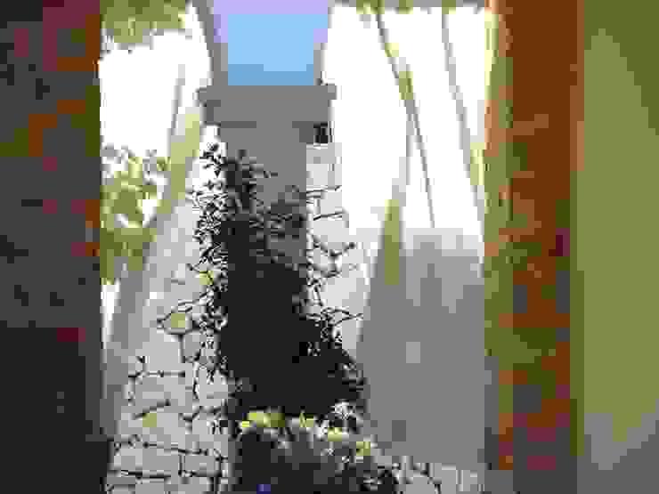 by Chiarri arquitectura Середземноморський Камінь