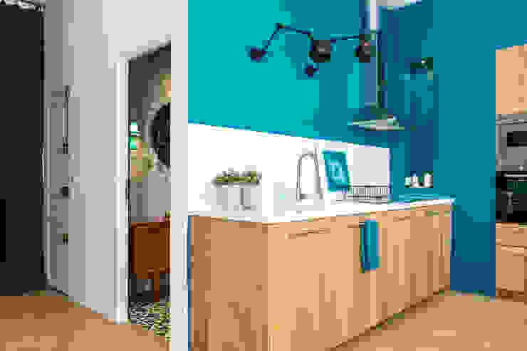 Insides Dapur Gaya Eklektik Kayu Blue