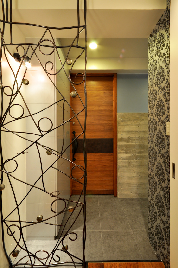 Eclectic style corridor, hallway & stairs by 門一級建築士事務所 Eclectic