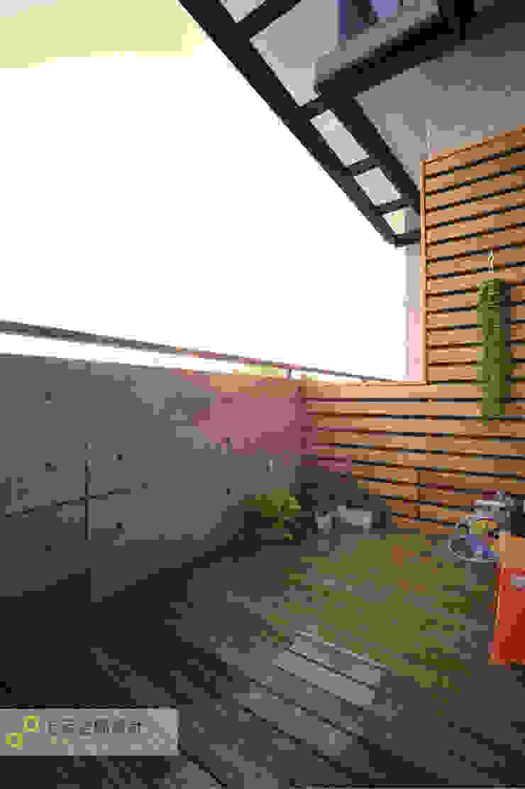Balcones y terrazas escandinavas de 上云空間設計 Escandinavo