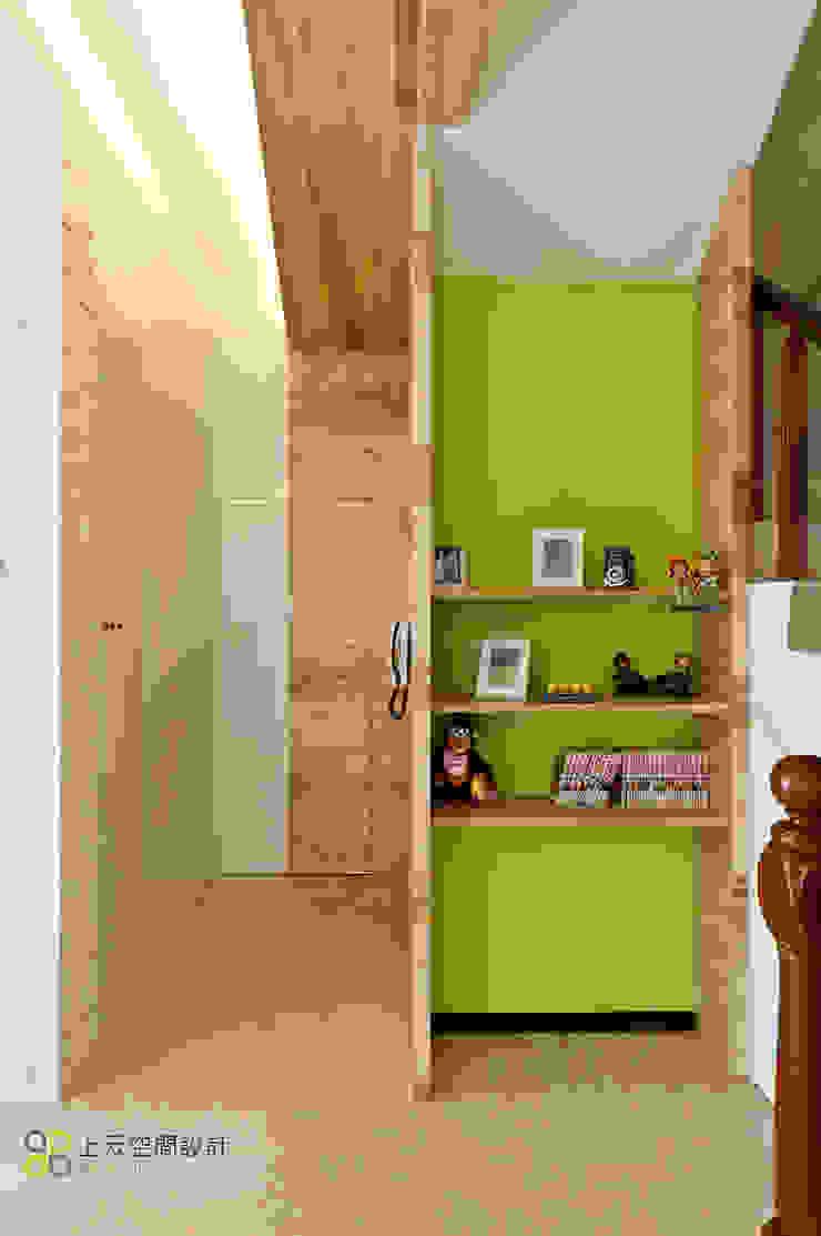 宜蘭3層透天北歐宅2 斯堪的納維亞風格的走廊,走廊和樓梯 根據 上云空間設計 北歐風