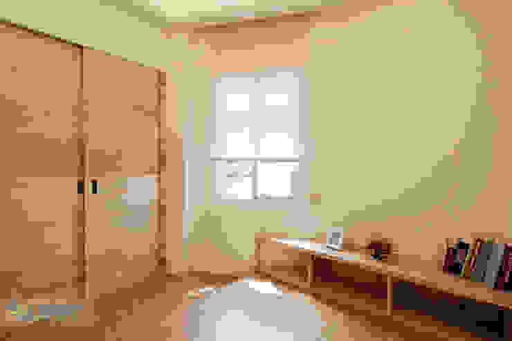 Phòng ngủ by 上云空間設計