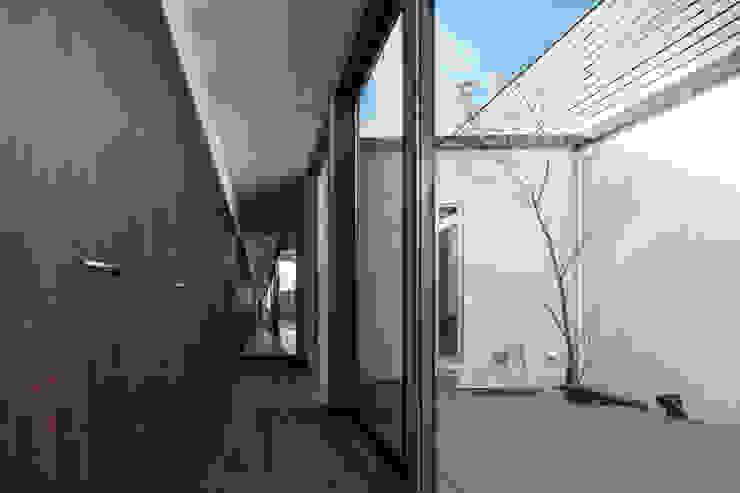 Jardines de estilo moderno de 有限会社アルキプラス建築事務所 Moderno Madera Acabado en madera