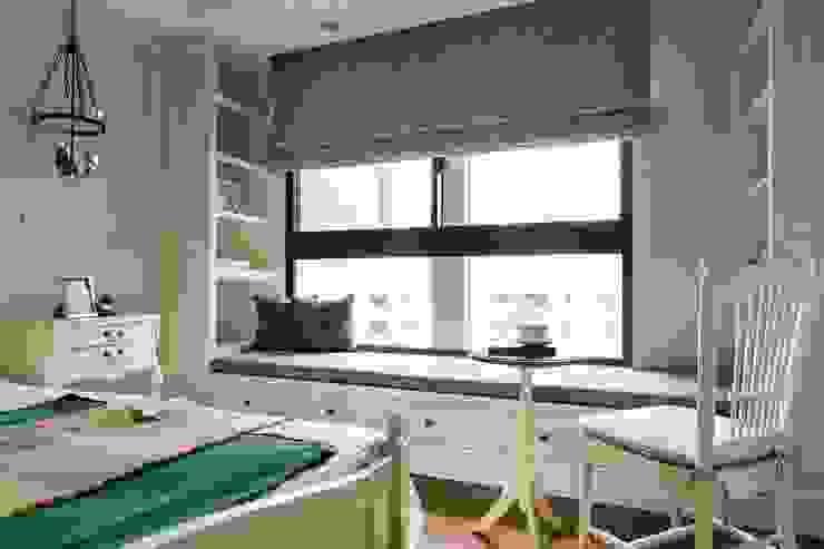 Bedroom by 辰林設計實業有限公司,