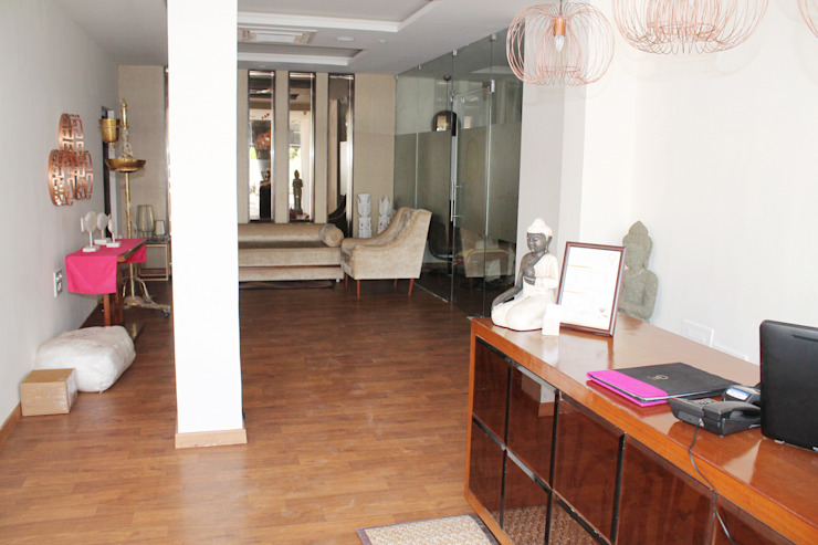 Waiting Area by ServiceBELL Solutions PVT Ltd Classic