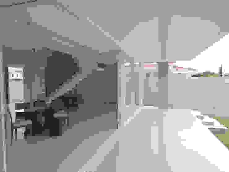 Habitat arquitetura Modern windows & doors Aluminium/Zinc White