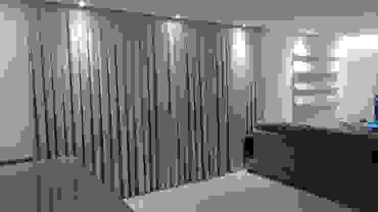 de estilo  por Samira Prado Moda Casa, Moderno Textil Ámbar/Dorado