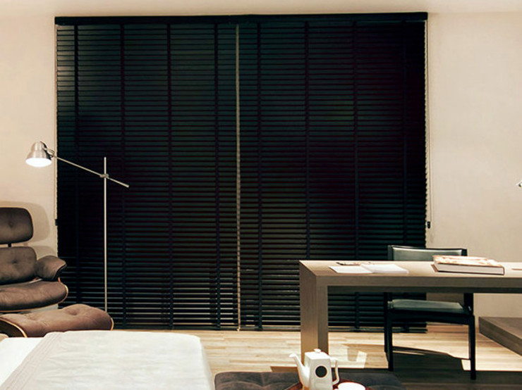Samira Prado Moda Casa Office spaces & stores Aluminium/Zinc Black