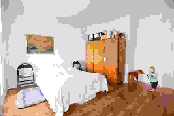 Phòng ngủ phong cách Bắc Âu bởi NA NO WO ARCHITEKCI Bắc Âu Gạch