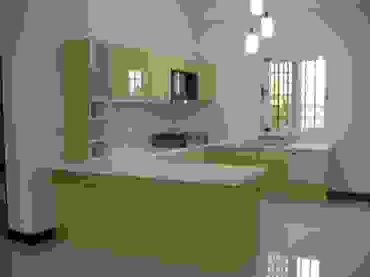 自地自建 現代廚房設計點子、靈感&圖片 根據 勝暉建築工程行 現代風