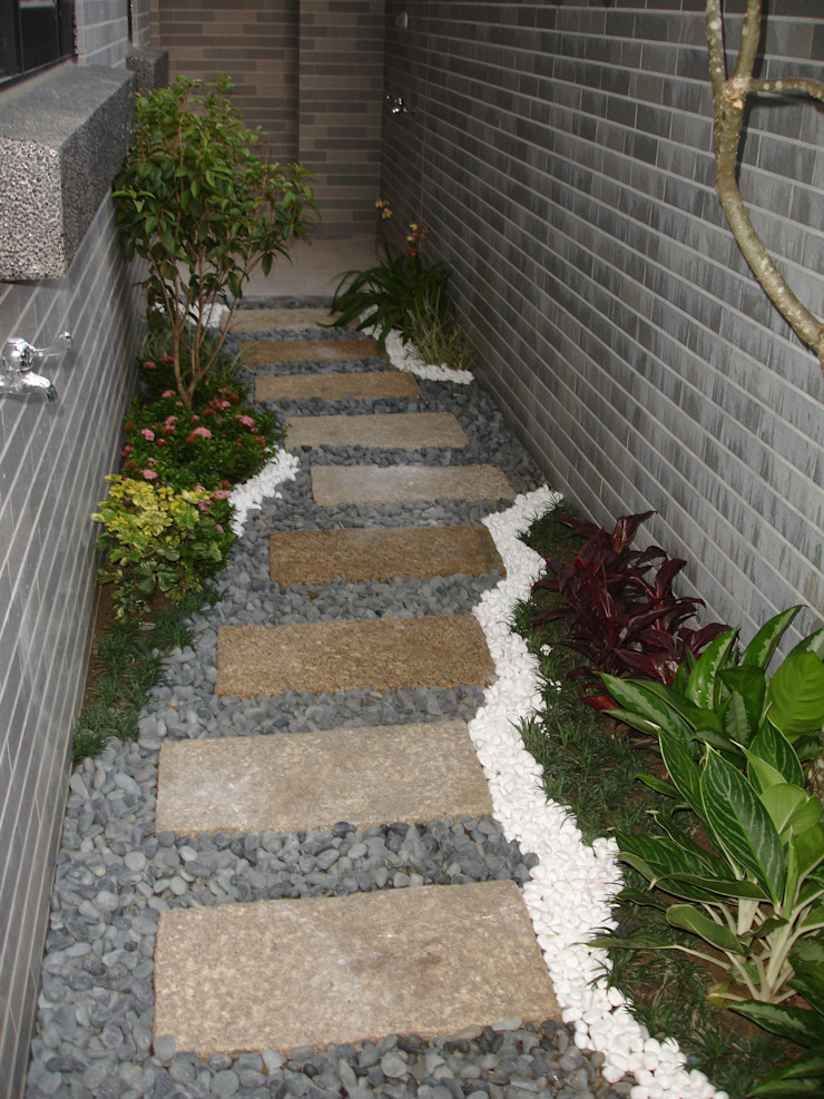 勝暉建築工程行 Modern balcony, veranda & terrace