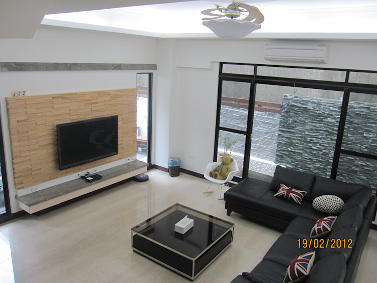 自地自建 现代客厅設計點子、靈感 & 圖片 根據 勝暉建築工程行 現代風