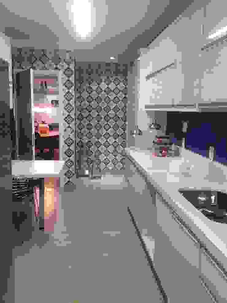 Camila Giongo Arquitetas Associadas - Decoração de Interiores ME Modern kitchen Ceramic Blue