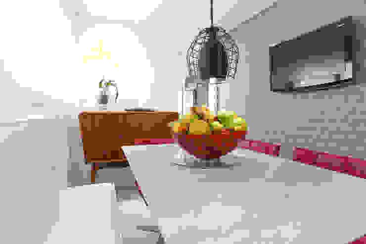 Camila Giongo Arquitetas Associadas - Decoração de Interiores ME Modern dining room Ceramic Grey