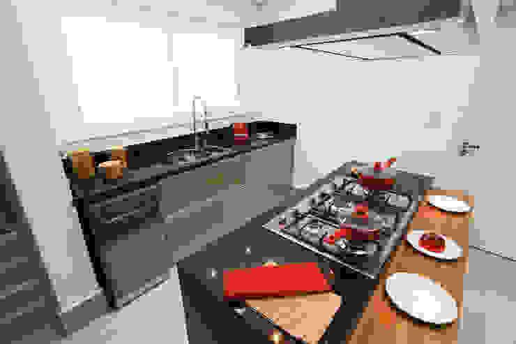Camila Giongo Arquitetas Associadas - Decoração de Interiores ME Modern kitchen Marble Black