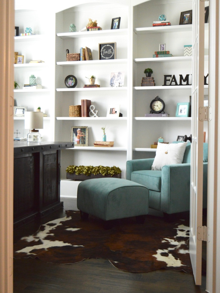Country style study/office by Brett Nicole Interiors Country