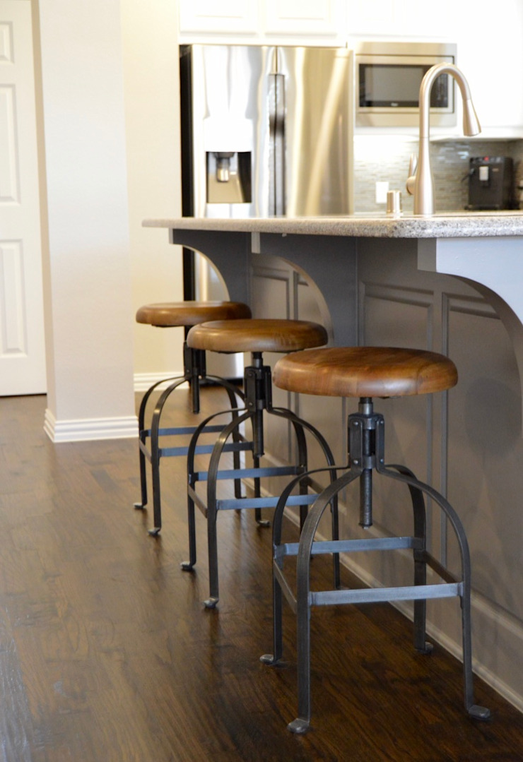 Country style kitchen by Brett Nicole Interiors Country