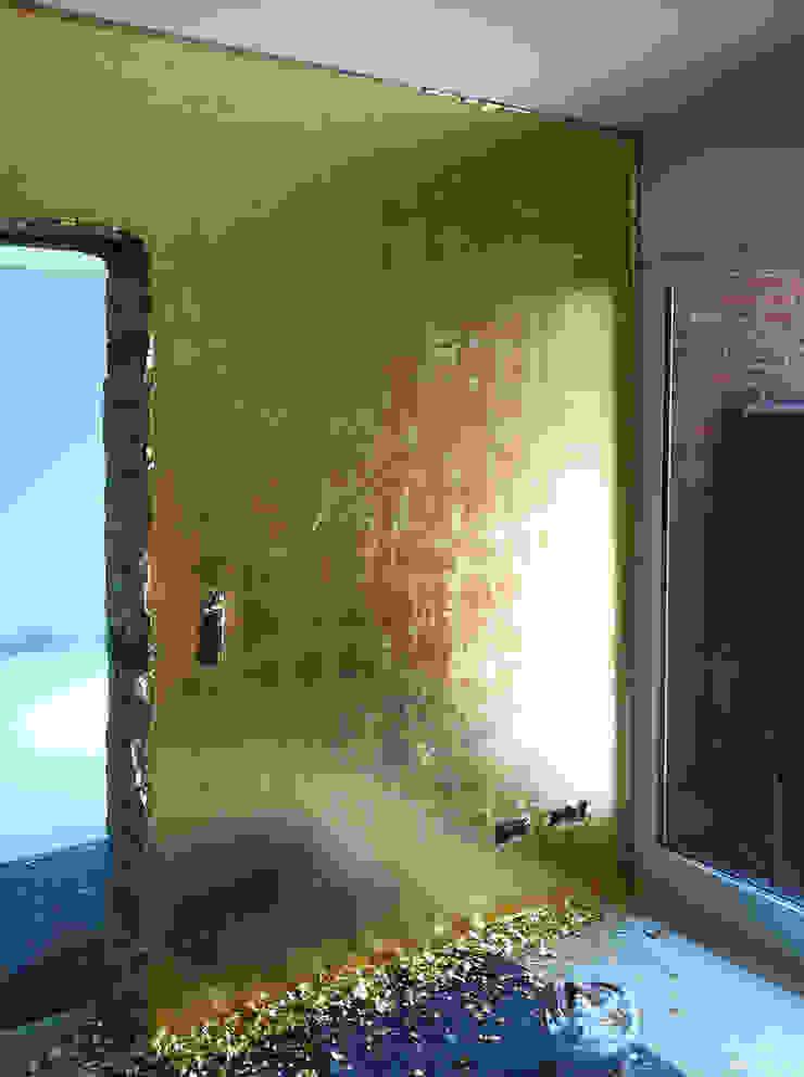 Ruang Keluarga Gaya Eklektik Oleh FARBCOMPANY Eklektik Perak/Emas