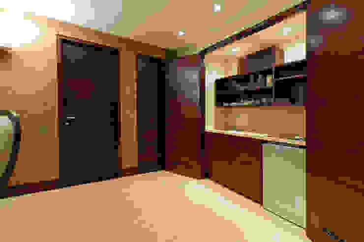 Casa 906 Salas de entretenimiento de estilo moderno de Objetos DAC Moderno