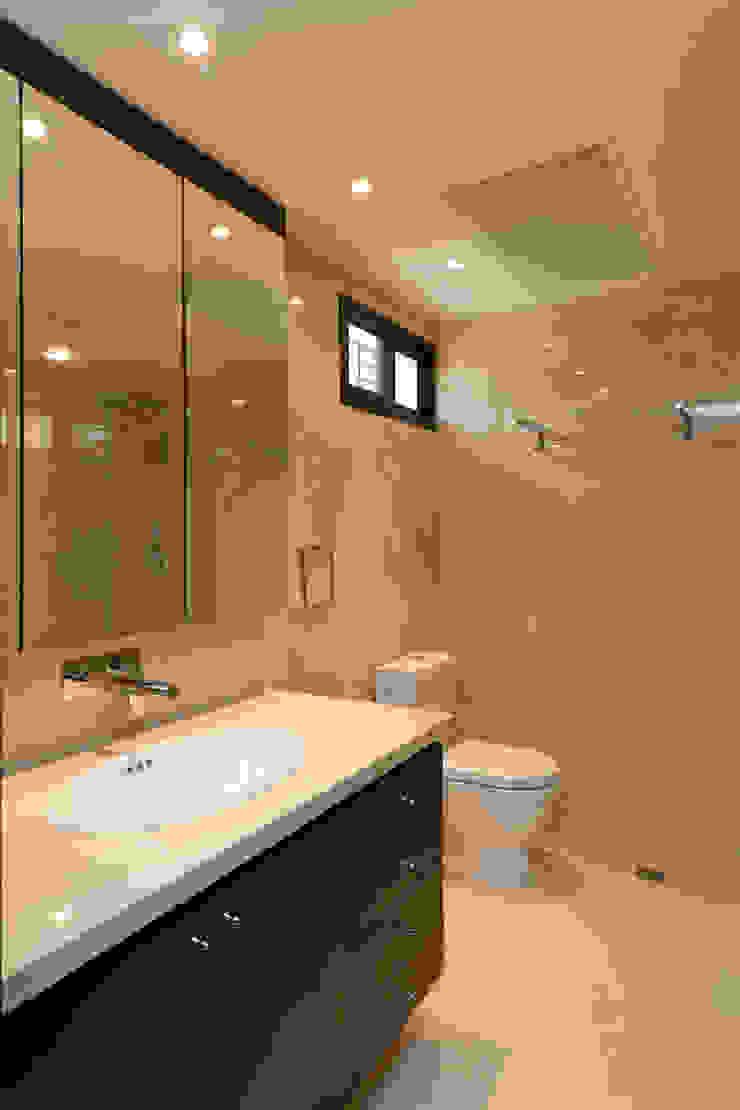 Casa 906 Baños de estilo moderno de Objetos DAC Moderno Mármol