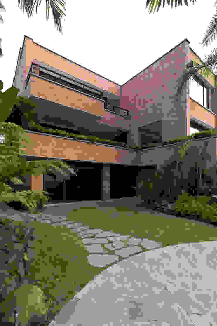 Casa 906 Balcones y terrazas de estilo moderno de Objetos DAC Moderno Ladrillos
