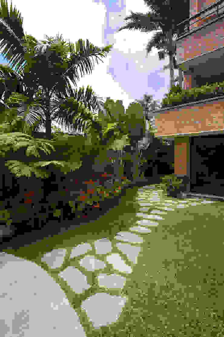 Casa 906 Jardines de estilo moderno de Objetos DAC Moderno