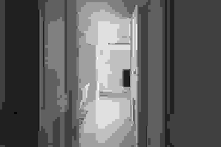 台北信義 陳宅 經典風格的走廊,走廊和樓梯 根據 直譯空間設計有限公司 古典風