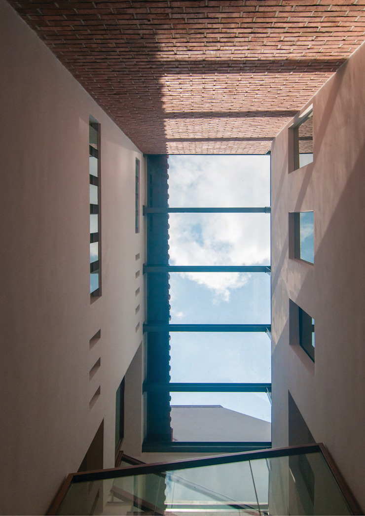 Terrace House at Robin Road Asian style corridor, hallway & stairs by Quen Architects Asian
