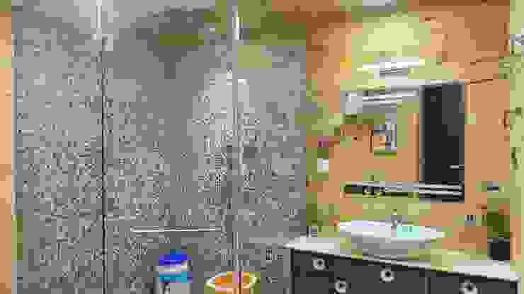 Bungalow Modern bathroom by Shadab Anwari & Associates. Modern