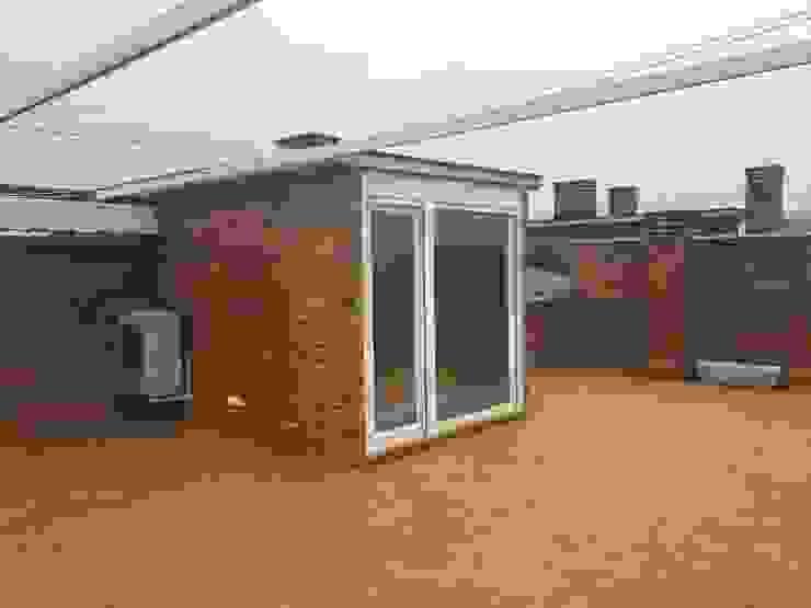 Nuevos toldos en terrazas y cerramiento de salida Grupo Procelco, s.l. Casas de estilo moderno