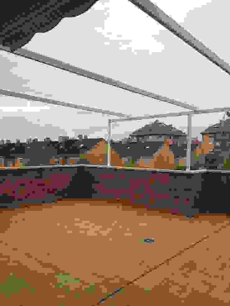 Nuevos toldos en terrazas Grupo Procelco, s.l. Casas de estilo moderno