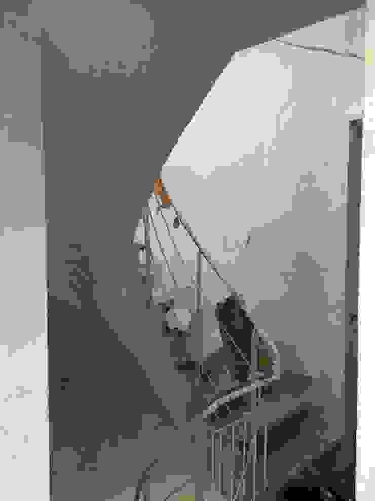 Antigua Barandilla Grupo Procelco, s.l. Pasillos, vestíbulos y escaleras de estilo moderno