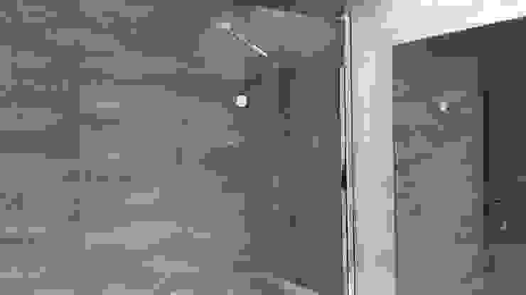 Mamparas de ducha BAÑOLUX Grupo Procelco, s.l. Baños de estilo moderno