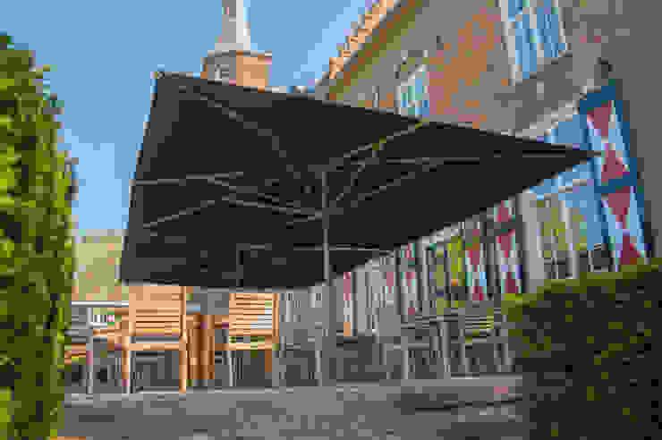 Solero Basto commercial parasol 5x5m: modern  by Solero, Modern Aluminium/Zinc