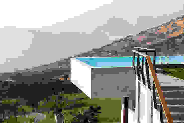 Casa Chamisero Piscinas de estilo moderno de GITC Moderno Concreto