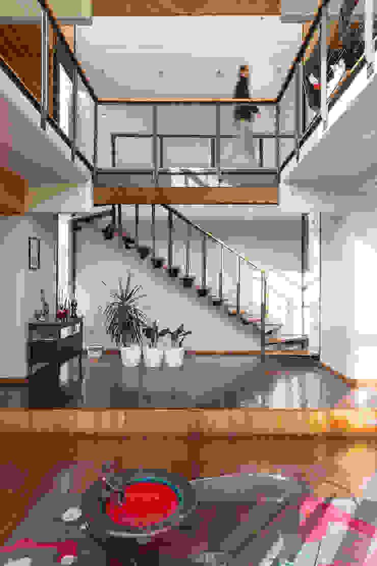 Casa Rosales Quijada Pasillos, vestíbulos y escaleras modernos de GITC Moderno