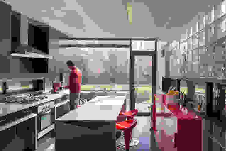 Casa Rosales Quijada Cocinas de estilo moderno de GITC Moderno