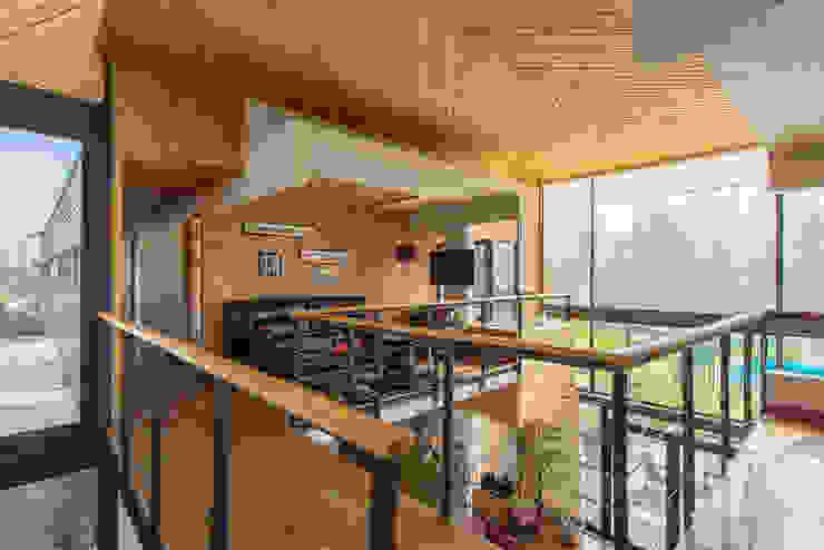 Casa Rosales Quijada Paredes y pisos modernos de GITC Moderno