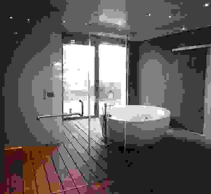 Baños de estilo  de ebanisART Espacio y Concepto, Moderno