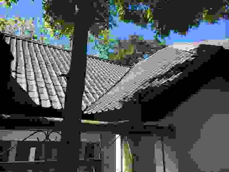 Onduvilla tiled roof Modern houses by Cintsa Thatching & Roofing Modern Tiles