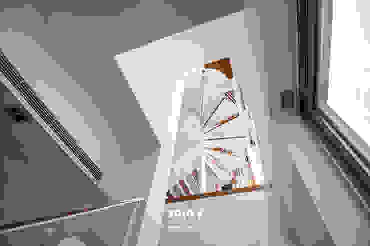 自然。隱逸 - 北歐風格 斯堪的納維亞風格的走廊,走廊和樓梯 根據 有容藝室內裝修設計有限公司 北歐風