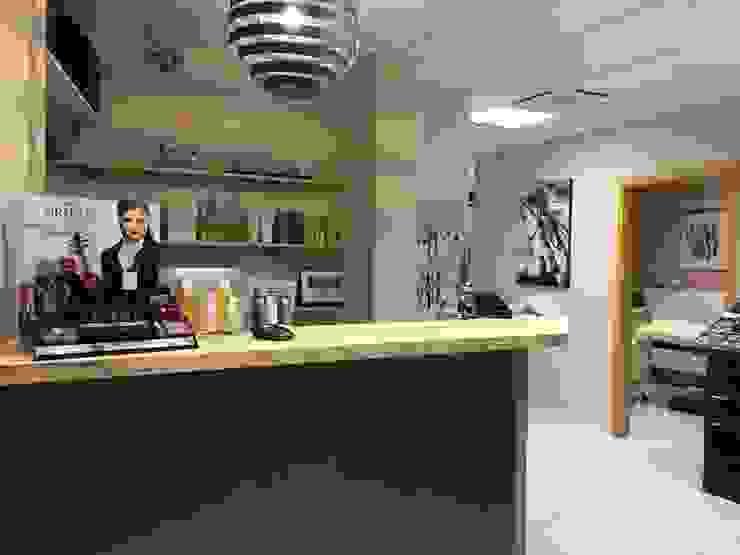 Renovation D Un Salon De Beaute Plan De Travail Et Tablettes Bois