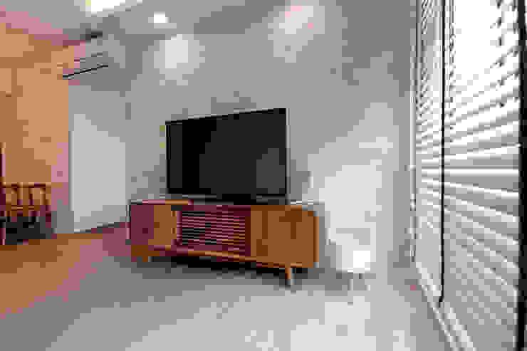HDB Blk 429A Yishun Scandinavian style living room by Renozone Interior design house Scandinavian