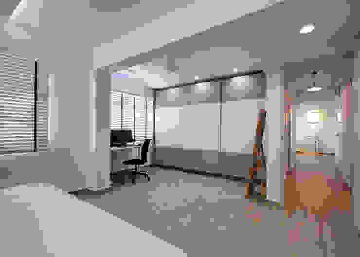 HDB Blk 429A Yishun Scandinavian style bedroom by Renozone Interior design house Scandinavian