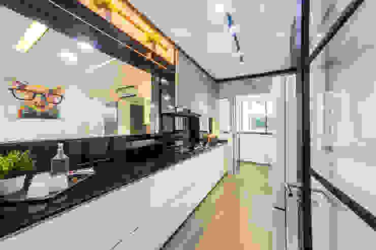 HDB Blk 293B Compassvale Crescent Modern kitchen by Renozone Interior design house Modern