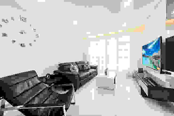 HDB Blk 293B Compassvale Crescent Modern living room by Renozone Interior design house Modern