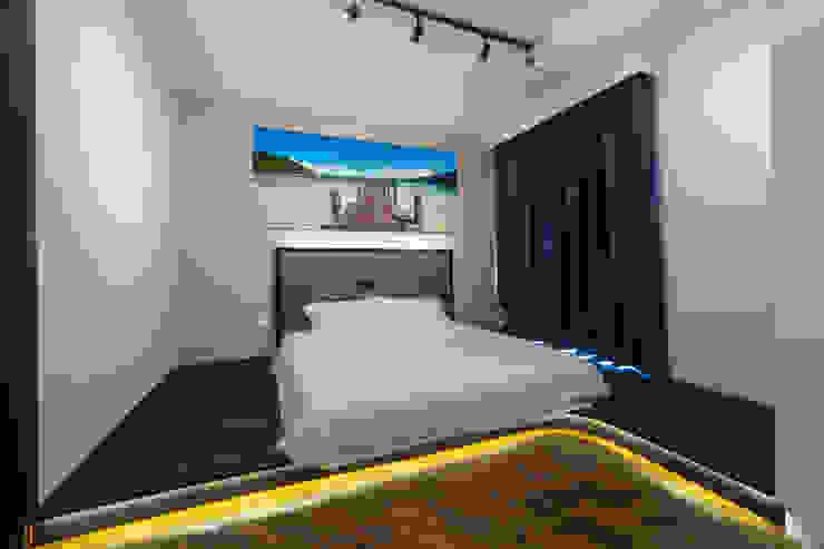 30 Upper Serangoon View Scandinavian style bedroom by Renozone Interior design house Scandinavian