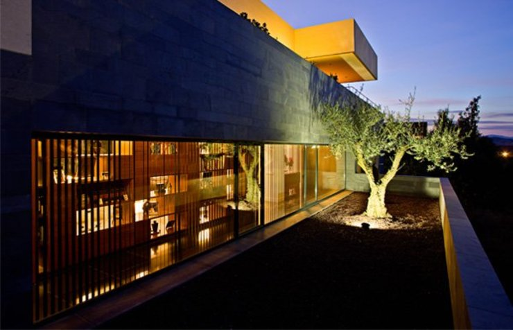 Fachada lateral a Jardin Japones Grupo Procelco, s.l. Casas de estilo moderno
