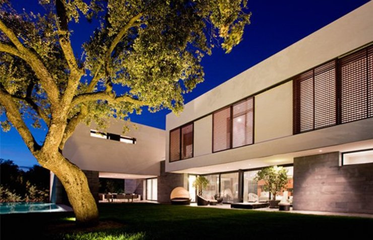Porche de jarin compartido con porche de cocina y barbacoa Grupo Procelco, s.l. Casas de estilo moderno