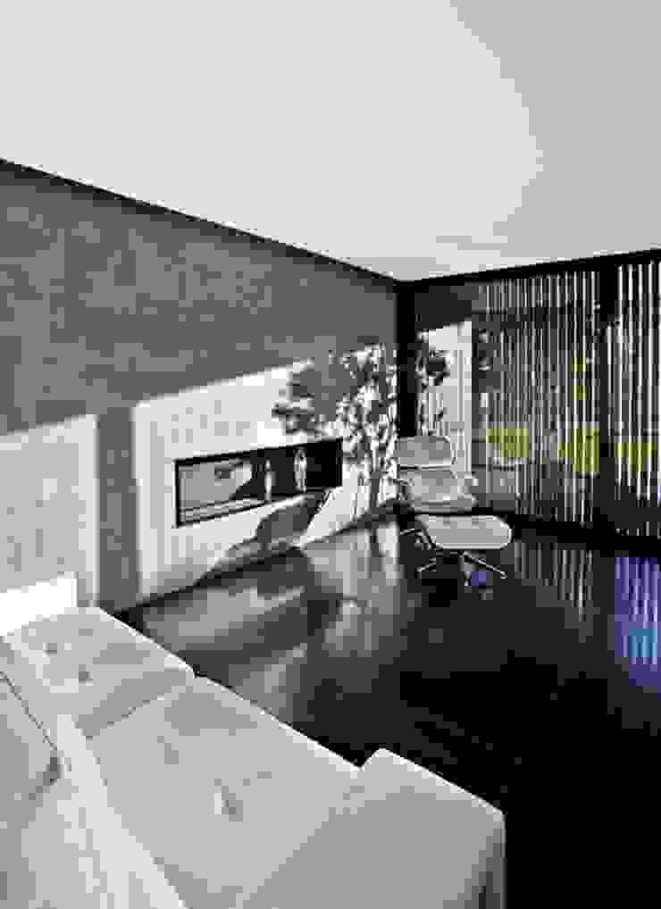 Chimenea en el salon Grupo Procelco, s.l. Salones de estilo moderno